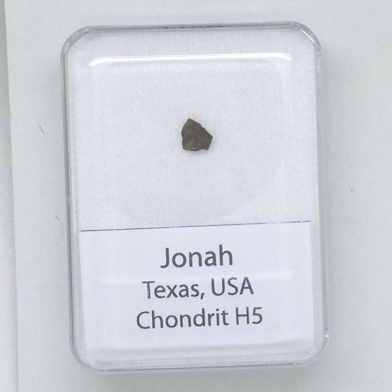 Kamenný meteorit z oblasti Jonah o váze 0,072 gramů E-meteority