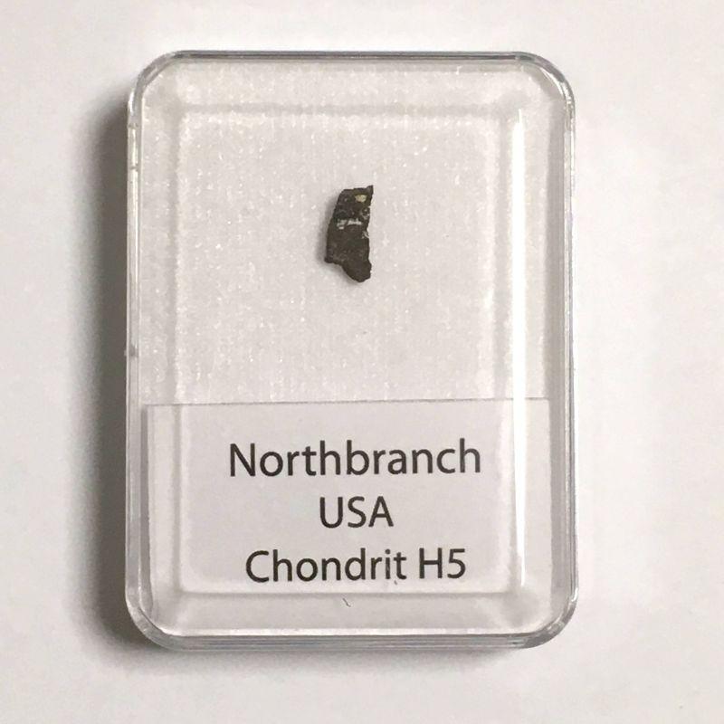 Kamenný meteorit z lokality Northbranch o váze 0,59 gramů E-meteority