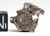 Lunární meteorit z lokality Tisserlitine 001, Mali o váze 0,92 gramů E-meteority